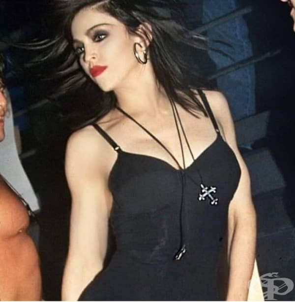 Мадона беше брюнетка.