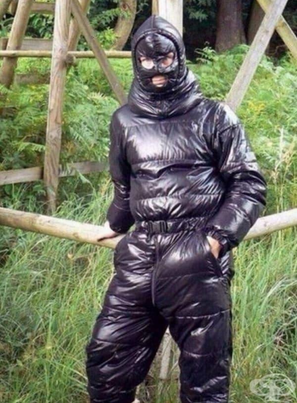 Облекло тип нинджа.