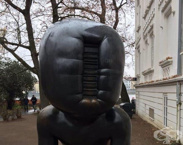 """""""Пълзящи деца"""", Прага, Чехия. Според жителите на Прага тези деца са напълно безлични и дори плашещи.."""