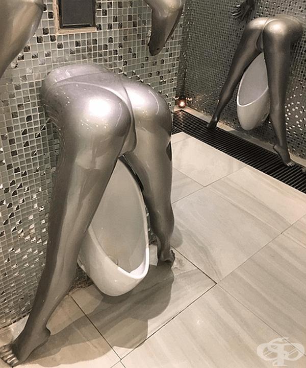 Провокативна тоалетна.