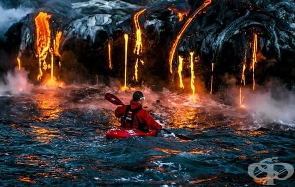 Плаване с каяк до вулканична лава.