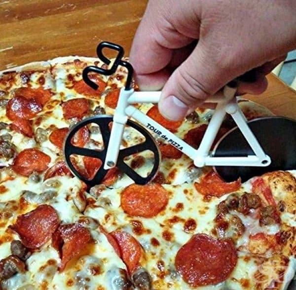 Нож за рязане на гореща пица под формата на велосипед.