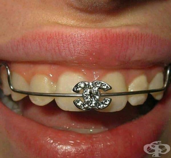 Аксесоарите в стоматологията също може да са модерни.