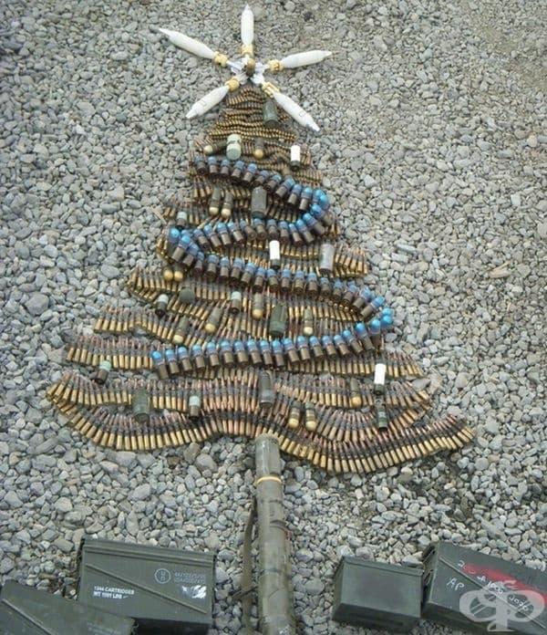 Коледна елха в армията.