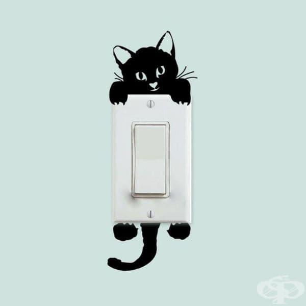 Арт изкуство с образи на симпатични котки по стените на дома