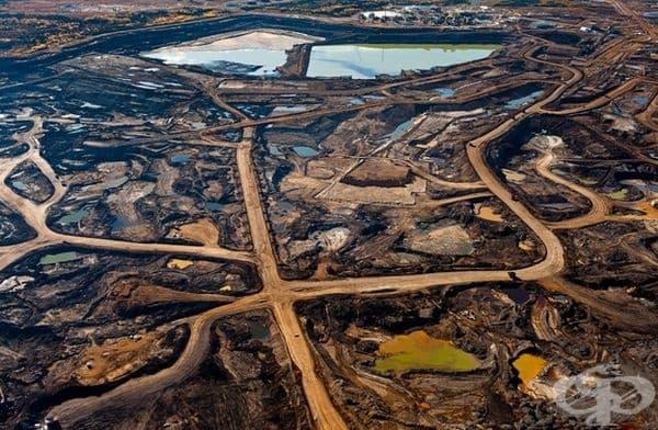 Следи от добиването на нефт от пясък в канадската провинция Алберта.
