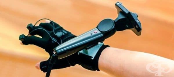 Тази част от VR система за взаимодействие улавя движението на ръката и има обещаващо бъдеще в хирургията.