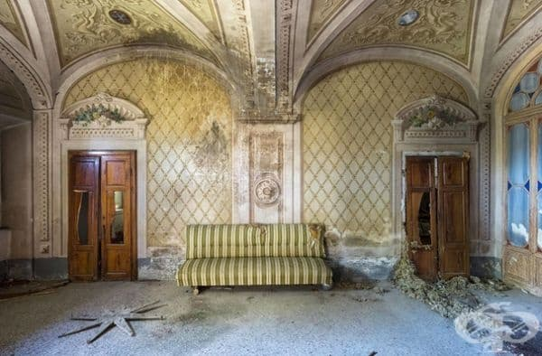 Изоставен замък в Италия.