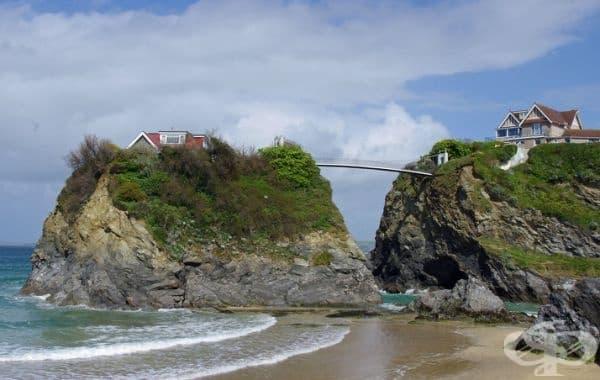 Единствено мостът свързва вас и съседа ви.