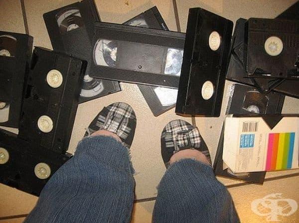 Трябваше да върнете видео касетите в магазина за видео под наем и вашият по-малък брат правеше това.
