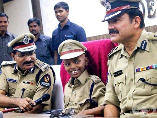 Това болно дете има възможността да изпълни своята мечта и да стане полицай за един ден.