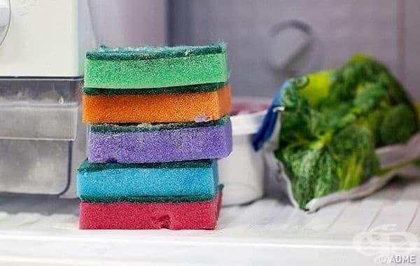 Поставете замразена гъба за посуда в чантата за пикник. Тя ще позволи по-дълго да се съхранят хладни продуктите. Отделно при разтапяне гъбата ще поема водата и багажът ви няма да е мокър.