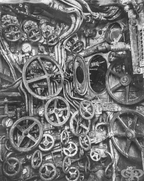 Просто една снимка от вътрешността на подводница от Първата световна война - нищо необичайно, наистина. Продължете да скролвате надолу.