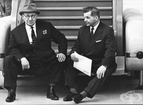 А.Н. Туполев и С. В. Илюшин - съветски проектанти на самолети.