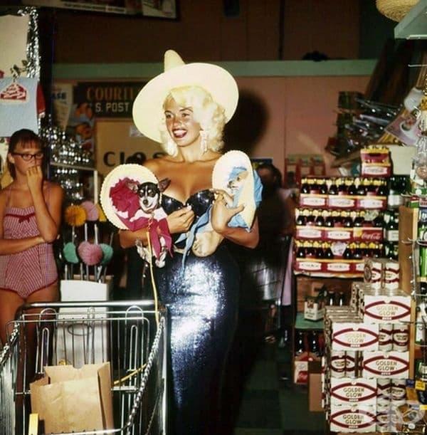 Джейн Мансфийлд пазарува в Лас Вегас, 1959 г.