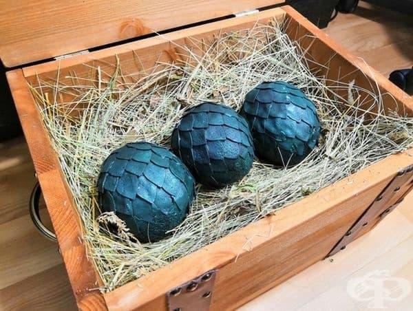 """Младоженците са фенове на Game of Thrones и затова решихме да им подарим драконови яйце."""""""