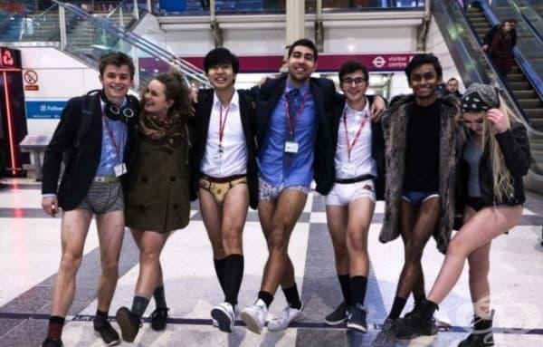 """Международна акция """"Ден без панталони в метрото"""". Традицията стартира от 2007г. От тогава всяка година през януари може да се видят хора без панталони в метрото. Основната идея – усмивки и добро настроение."""