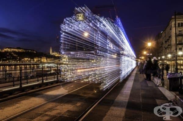 Влак, напускащ гарата.