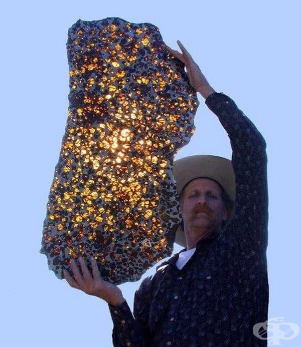 Просто погледнете - метеорит Фукан. Според учените той е на повече от 4,5 милиарда години.