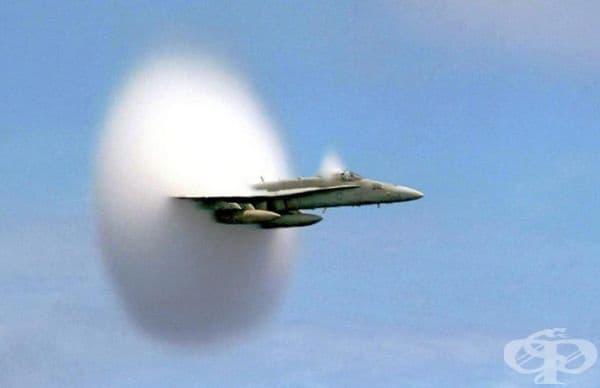 Първата снимка на самолет, който достигна скоростта на звука.