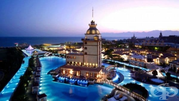 Titanic Mardan Palace, Анталия, Турция. Един от най-луксозните средиземноморски курорти с невероятен басейн. Той се състои от лагуни и канали, които се спускат до частния плаж. Турската Ривиера в своето най-добро проявление!