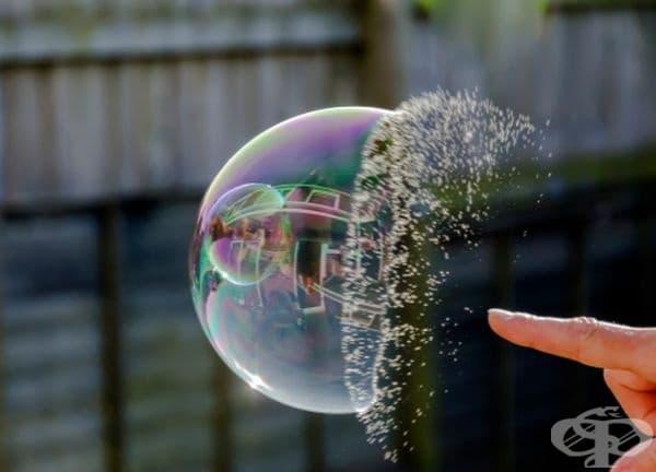 Пукане на сапунен балон.