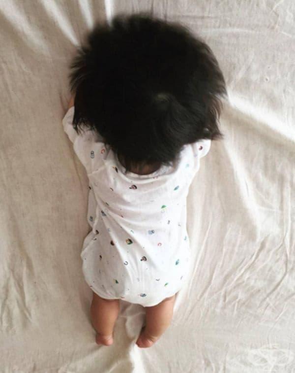 Родителите й качват снимки, за да наблюдават израстването й, както и това на необикновената й коса.