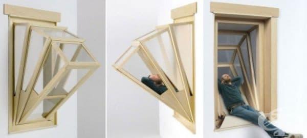 Прозорец, който се разгъва в минибалкон за един човек.