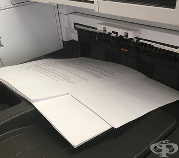 Принтер, който изкарва всеки документ в различна посока, за по-лесно използване на децата в училище.