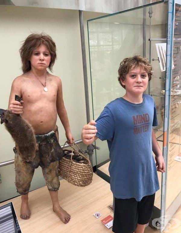 Това момче също е открило своя древен двойник.