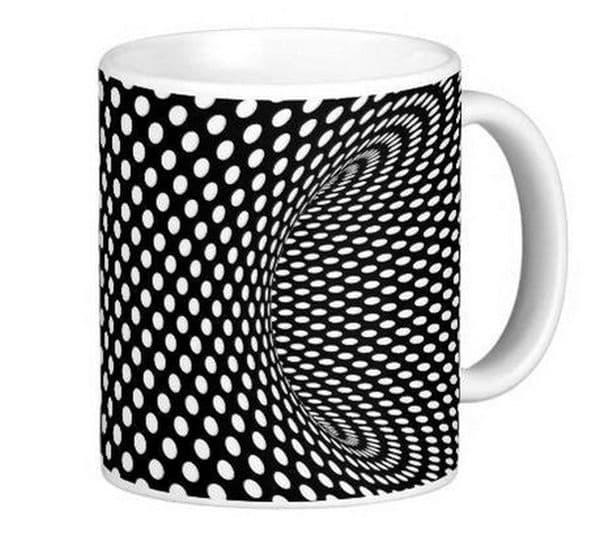 Обикновена чаша с необикновен дизайн.