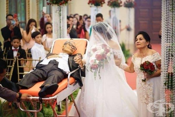 """""""Баща на смъртен одър изпълнява своето последно желание - да съпроводи дъщеря си по пътя към олтара. Той почива 5 дни по-късно."""""""