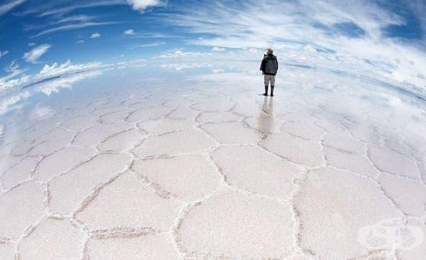 Салар Де Уюни в Боливия е най-голямата солена пустиня в света.