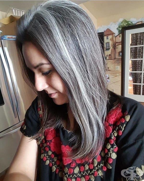 """""""Здравейте аз съм Сити от Гватемала. Забелязах първите си бели коси на 11-годишна възраст.  Сега съм на 30 години. Майка ми, сестра ми и аз имаме един и същ цвят на косата."""""""
