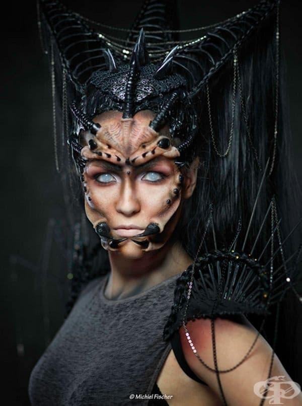 30 модела с актьорски грим пресъздават екстравагантни герои от тъмнината