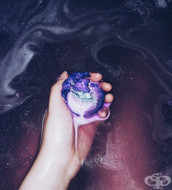 Сапун, които превръща водата в загадъчна вселена.