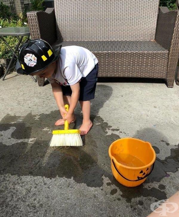 Боядисайте пода на пожарната с вода.