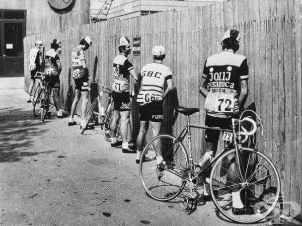"""Велосипедисти се подготвят за началото на състезанието """"Джиро д'Италия"""", 1973."""