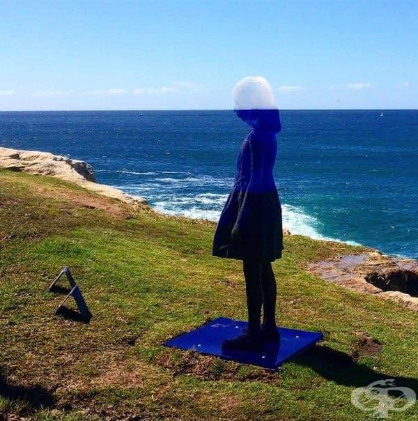 """""""Корал"""" (Австралия): Тази красива скулптура, създадена от Александра Роси, се слива с ландшафта благодарение на три основни цвята, които символизират земята, морето и небето."""
