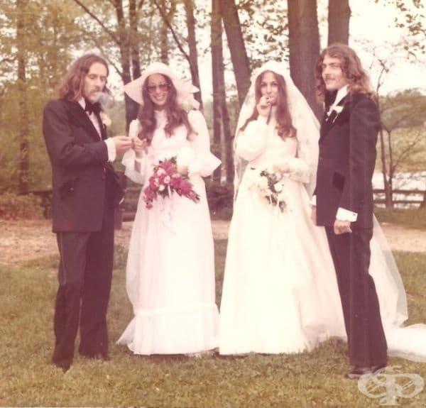 """""""Баща ми и чичо ми по време на тяхната сватбена церемония."""""""