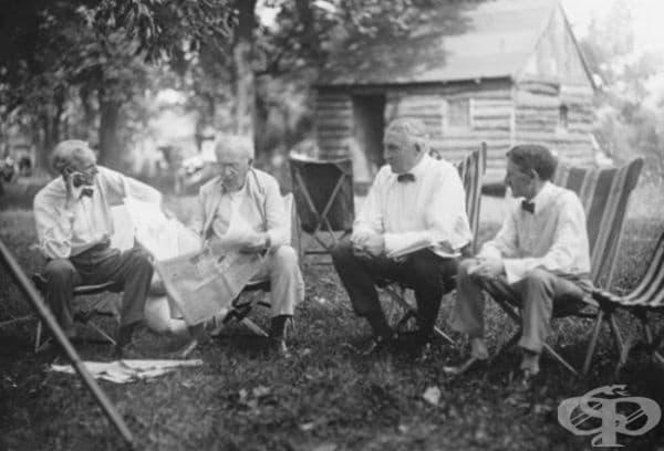 """Хенри Форд, Томас Едисън, Уорън Г. Хардинг (29-тият президент на САЩ) и Харви Самюел Файърнстоун (основателят на """"Файърстоун"""") заедно на ваканция."""