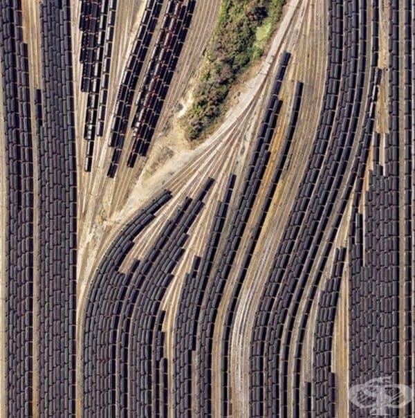 Влакове, снимани от високо.
