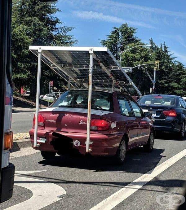 Автомобил със слънчев панел.