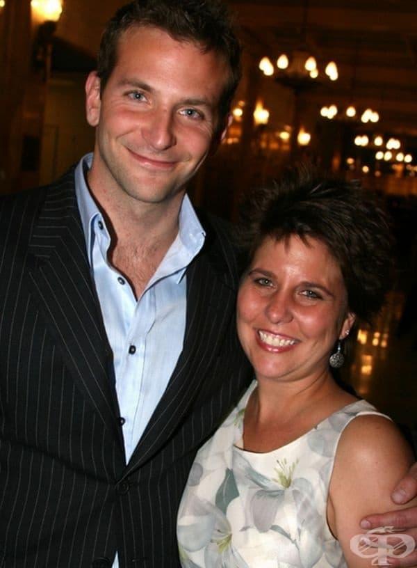 Брадли Купър с по-голямата си сестра Холи.