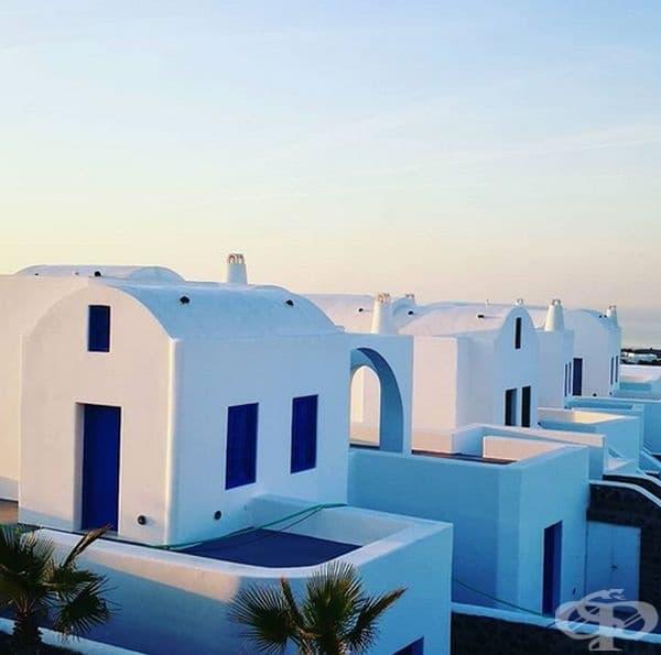 Белите покриви могат да спомогнат за облекчаване на глобалното затопляне. Белите сгради ще останат по-хладни, понеже ще отразяват повече светлина.
