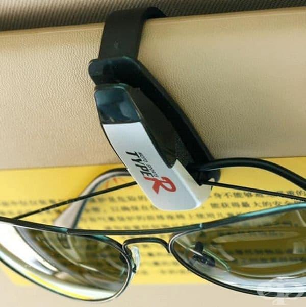 Държач за слънчеви очила.