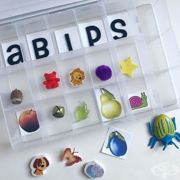 Научете буквите със забавна кутия.