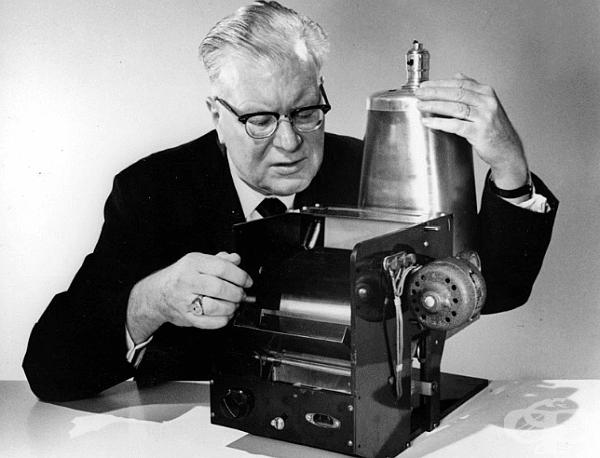 Електрофотограф, прототип на Xerox, изобретен от Честър Карлсън, 1938 г.