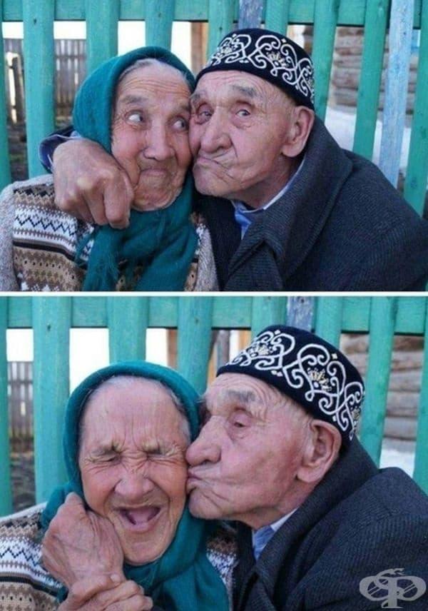 Щастлива двойка, която поддържа любовта жива.