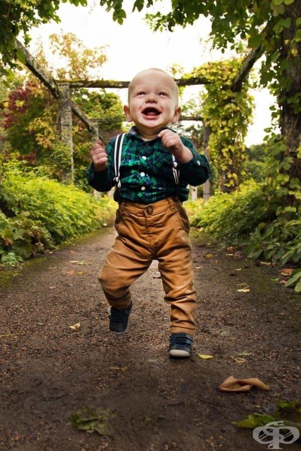 """""""Моят син се научи да ходи. Той е много доволен от това."""""""
